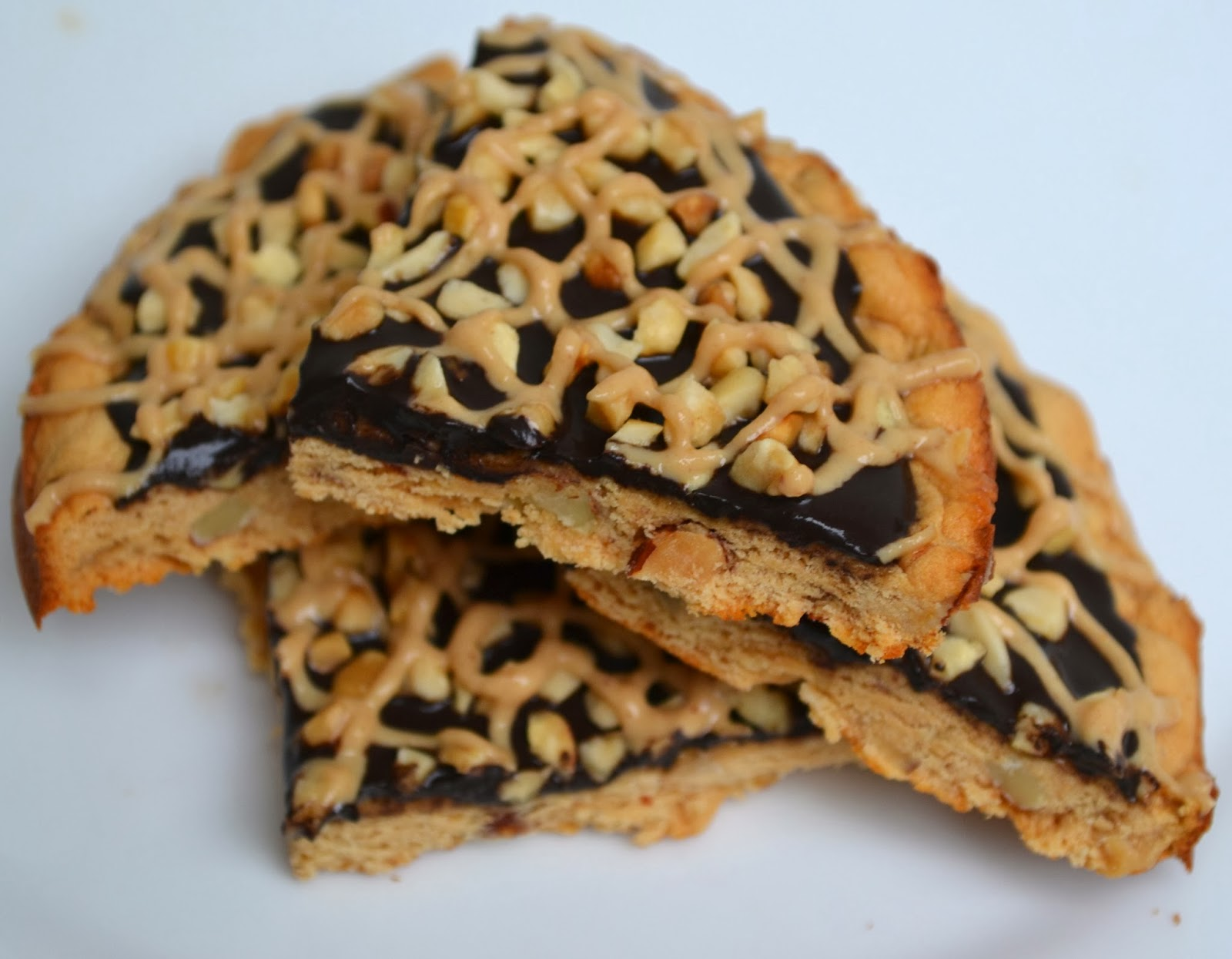 Chocolate & Peanut Butter Cookie Pizza | Quest Nutrition